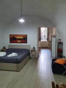 A bed or beds in a room at Trinity Suite Napoli