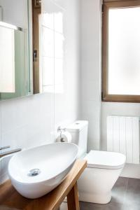 A bathroom at Aresti Old Town by Bilbao Living