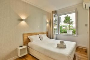 A bed or beds in a room at Nice Home - Studios Lido