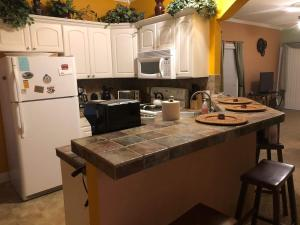 A kitchen or kitchenette at Grand Palms 8831-B