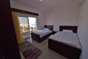 A bed or beds in a room at Sunny Vacation Dahab