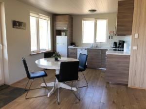 A kitchen or kitchenette at Mosas cottages