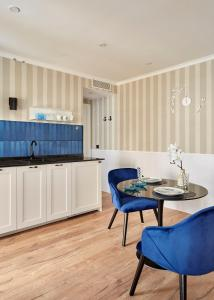 A kitchen or kitchenette at Breeze Aparthotel