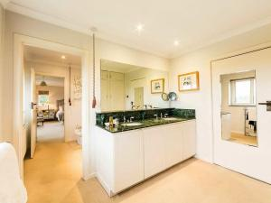 A kitchen or kitchenette at Tor Hatch