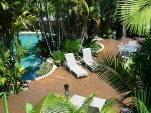 A view of the pool at Port Douglas Retreat or nearby