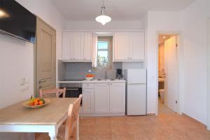 A kitchen or kitchenette at Golden Sand Paros