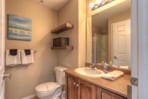 Un baño de Sunset Waterfront Apartment