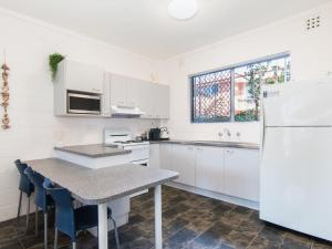 A kitchen or kitchenette at Forster Holiday Lodge 4 - Central location!