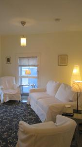 A seating area at Vita Huset Extended Stay