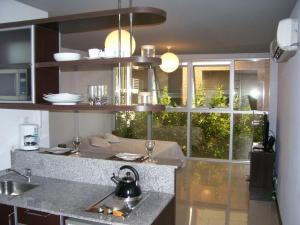 A cozinha ou kitchenette de Roosevelt Suites