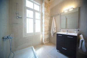 A bathroom at Novecento Studios