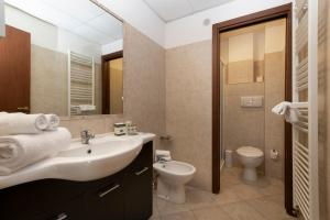 Salle de bains dans l'établissement ApartHotel Anghel