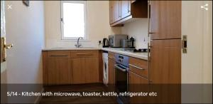 A kitchen or kitchenette at Stunning 2 bed Apartment in Merchant City