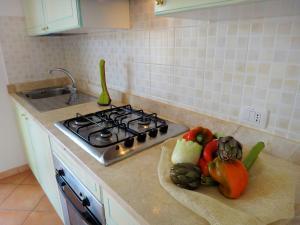 Een keuken of kitchenette bij Sa Fiorida Appartamenti