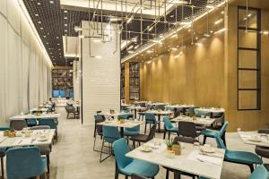 A restaurant or other place to eat at Citadines Bay City Manila