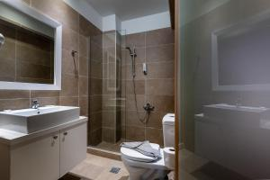 A bathroom at Argiri Resort Hotel & Apartments
