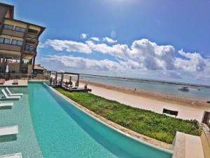 The swimming pool at or close to Barra Bali Cond Resort 327