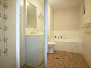 A bathroom at 9 Braemar- skip hop and jump from everything