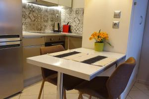 A kitchen or kitchenette at Cozy Luxury Apartment in the Heart of Athens 8-1