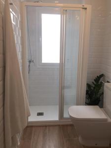 A bathroom at Triana con encanto