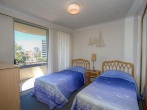 A bed or beds in a room at Sandbar 303