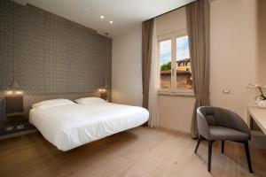A bed or beds in a room at Oriana Suites Verona