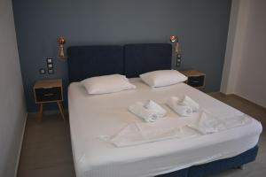 A bed or beds in a room at Christina Studios & Apartments