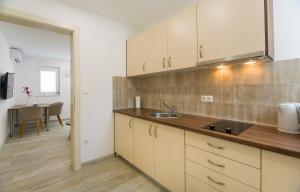 A kitchen or kitchenette at Felix
