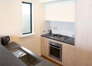 A kitchen or kitchenette at Villa Del Lago