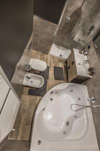 Ένα μπάνιο στο SUITE 11 NEAR DUOMO