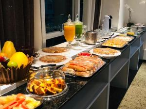 Breakfast options available to guests at Beach Class By Frente Mar