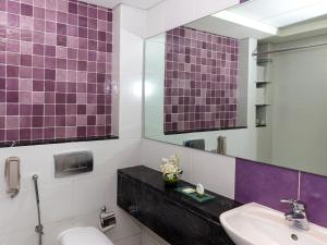 A bathroom at Flora Creek Deluxe Hotel Apartments