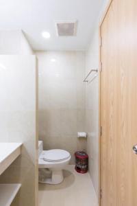 A bathroom at Auhome - Fuji Apartment