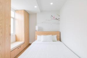 A bed or beds in a room at Auhome - Fuji Apartment