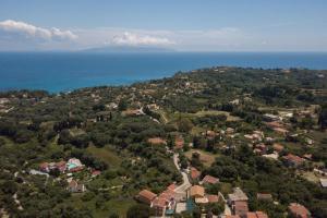 Άποψη από ψηλά του Pernari Apartments