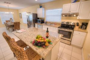 A kitchen or kitchenette at Shells and Sunshine