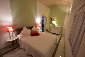 A bed or beds in a room at Trevi 86