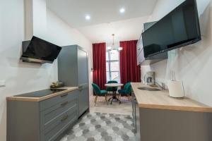 Televizorius ir (arba) pramogų centras apgyvendinimo įstaigoje Delta Apartments Old Town Luxe