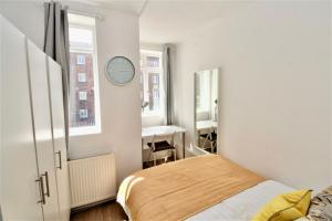 A bed or beds in a room at Notting Hill Flat near Portobello Road :)