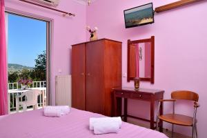A bed or beds in a room at Anna Apartments Kanoni