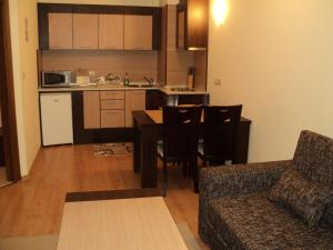 A kitchen or kitchenette at Royal Plaza Apartments