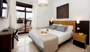 A bed or beds in a room at Ona Valle Romano Golf & Resort