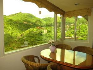 Nespecifikovaný výhled na hory nebo výhled na hory při pohledu z vily