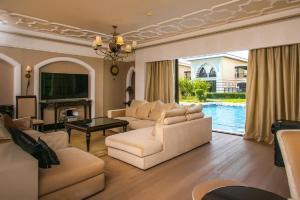 Area soggiorno di Private Zabeel Saray Villas Palm Jumeirah