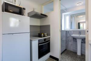 A kitchen or kitchenette at Boutique Athens Apartment EP9T