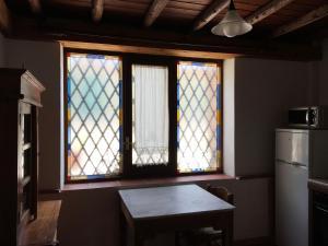A kitchen or kitchenette at Le Case Del Vivaio