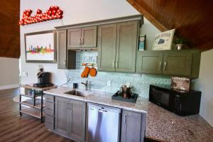 A kitchen or kitchenette at Chateau on Monroe