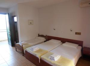 A bed or beds in a room at Dolphins Apartments & Rooms