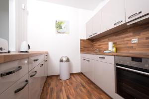 A kitchen or kitchenette at Apartments am Brandenburger Tor