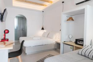 A bed or beds in a room at Piperaki rooms